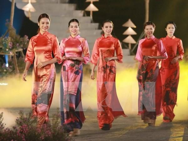 Festival de Ao Dai atrae a miles de visitantes a Hue hinh anh 1