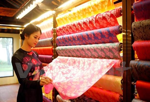 Celebraran en ciudad vietnamita festival internacional de seda y brocados hinh anh 1
