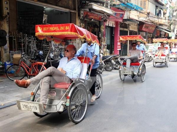 Aluvion de turistas en Hanoi en dias feriados hinh anh 1