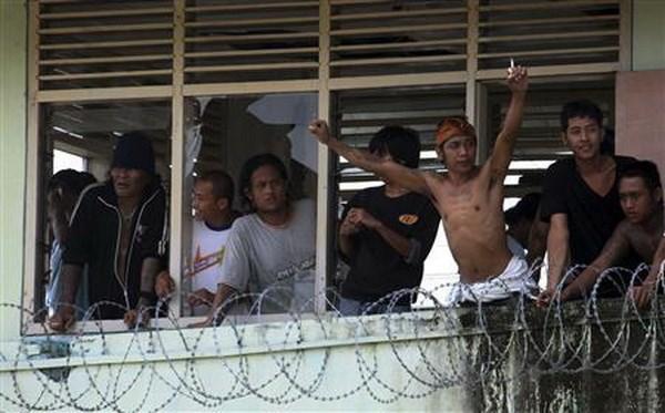 Centenares de prisioneros se escaparon de prision en Indonesia hinh anh 1