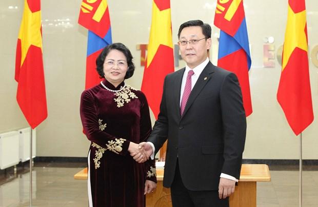 Vicepresidenta vietnamita dialoga con lideres de Mongolia hinh anh 1