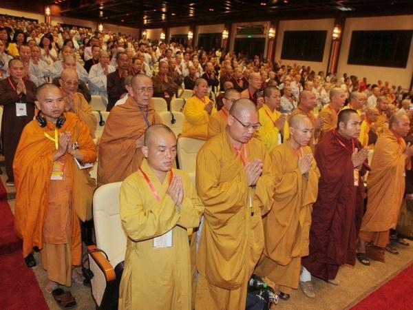 Lideres vietnamitas felicitan a fieles budistas en el Dia de Vesak hinh anh 1