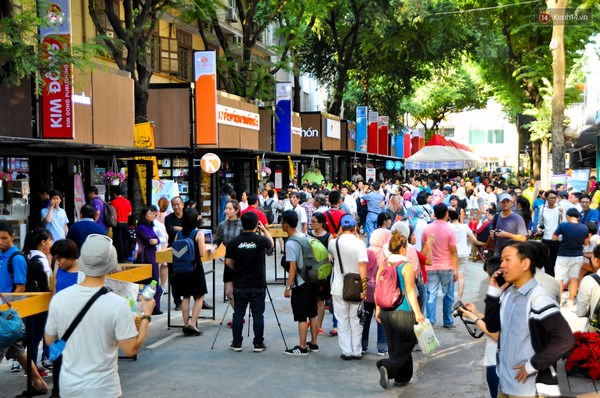 Destacan obras de literatura europea en calle de libros en Ciudad Ho Chi Minh hinh anh 1