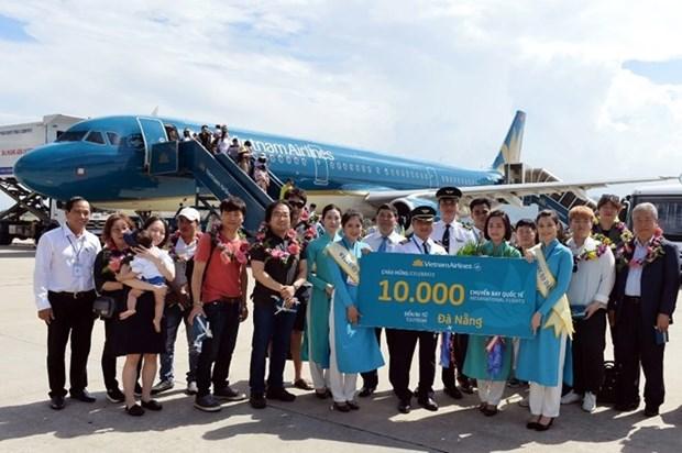 Vietnam Airlines celebra vuelo numero 10 mil en aeropuerto de Da Nang hinh anh 1