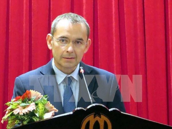 Exembajador de Francia en Vietnam honrada con medalla de amistad hinh anh 1