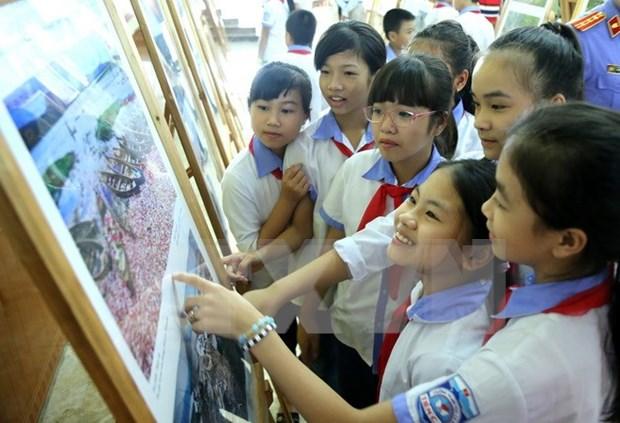 Exposicion de fotos resalta figuras destacadas de campana sobre ejemplo moral de Ho Chi Minh hinh anh 1