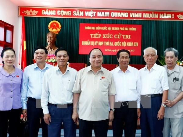 Primer ministro de Vietnam dialoga con electores de ciudad nortena hinh anh 1