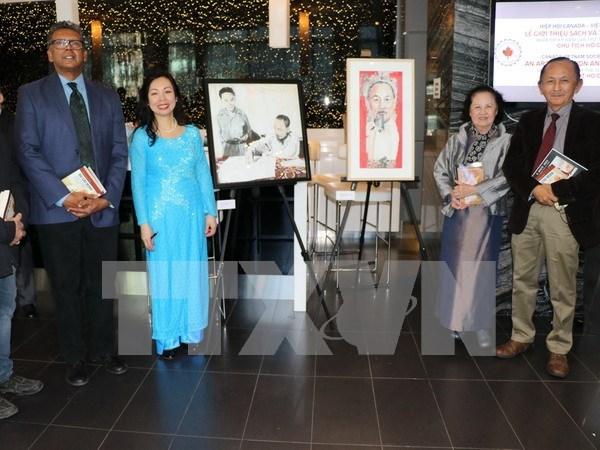 Presentan en Toronto libros y cuadros sobre Ho Chi Minh hinh anh 1