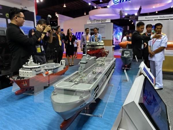 Vietnam asiste a exhibicion de Defensa Maritima de Asia 2017 hinh anh 1
