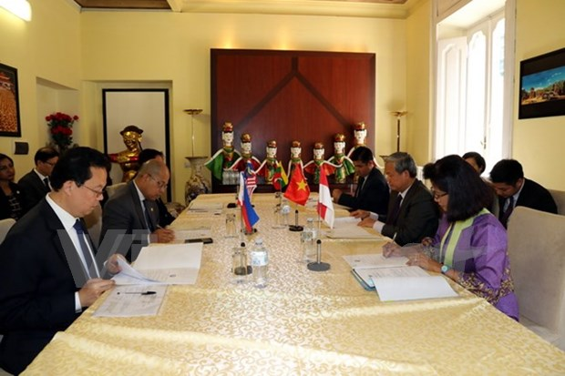 Embajador vietnamita preside reunion del Comite ASEAN en Italia hinh anh 1