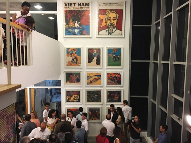 Exposicion de obras graficas resalta amistad Vietnam-Cuba hinh anh 1
