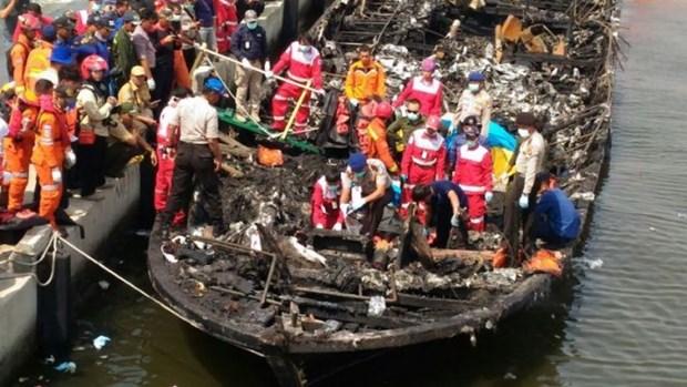 Incendio de ferry deja cinco muertos en Indonesia hinh anh 1
