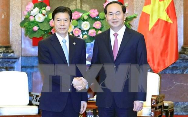 Vietnam quiere ampliar nexos comerciales con China, dice presidente hinh anh 1
