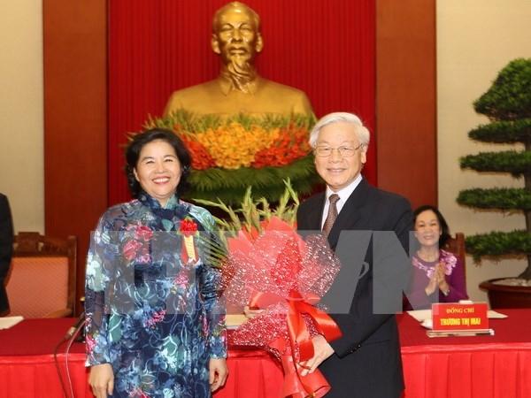 Vietnam honra a colectivos e individuos con aportes relevantes al proceso de Renovacion hinh anh 1