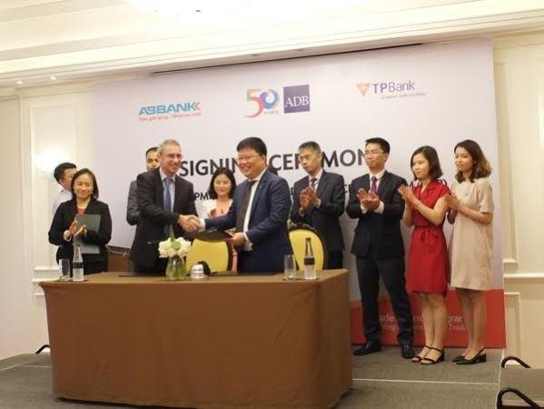 Bancos vietnamitas participan en programa de financiacion comercial del ADB hinh anh 1