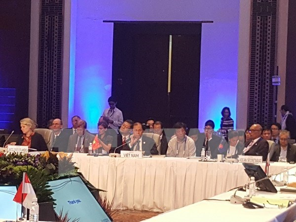 Lideres de ASEAN reiteran apoyo a solucion pacifica de disputas en Mar del Este hinh anh 1