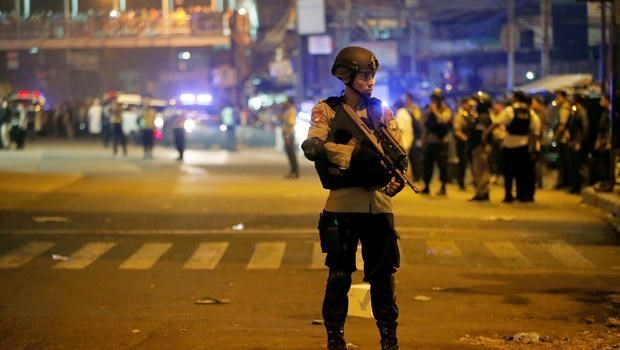 Determinan identidad de terroristas en atentados suicidas en Yakarta hinh anh 1