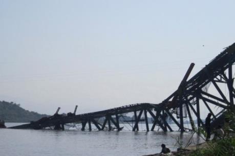 Explosion de bomba derrumbe un puente en el norte de Myanmar hinh anh 1