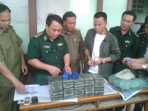 Policias de Vietnam y Laos refuerzan cooperacion entra delincuencia transfronteriza hinh anh 1