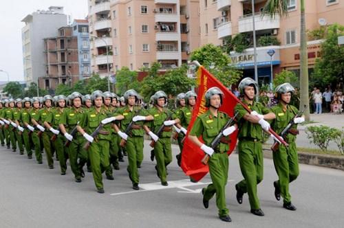 Fuerzas policiacas, contingente clave para mantenimiento de seguridad economica de Vietnam hinh anh 1