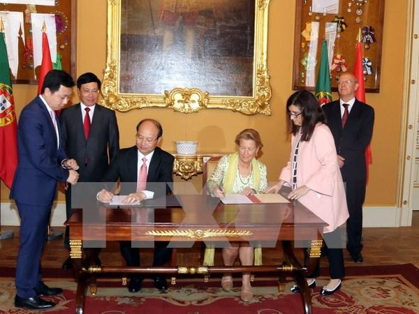Vietnam y Portugal acuerdan establecer mecanismos para impulsar sus relaciones hinh anh 1