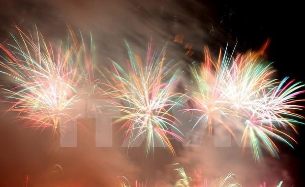 Fuegos artificiales brillan en el cielo de Da Nang hinh anh 1