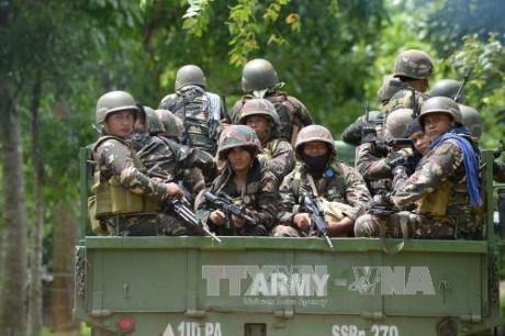 Dos mil civiles permanecen atrapados en combates con insurgentes en Filipinas hinh anh 1