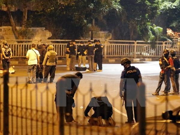 Policia indonesia arresta a otros sospechosos de ataque con bomba hinh anh 1