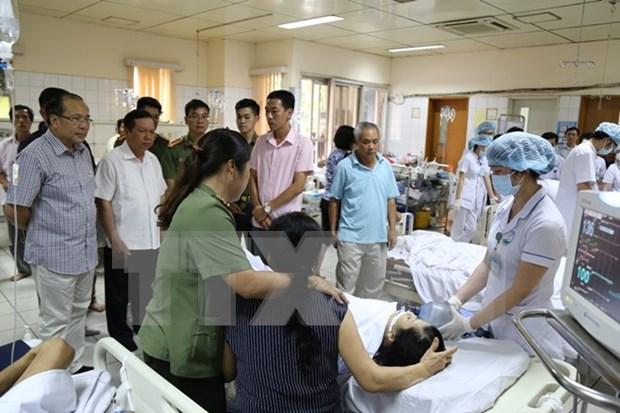 Vicepremier de Vietnam atiende directamente incidente medico grave en Hoa Binh hinh anh 1
