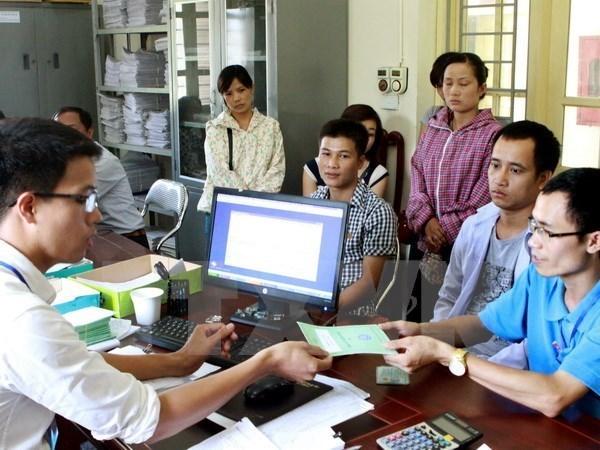 Aumenta en Vietnam cifra de personas con cartillas de seguro social hinh anh 1