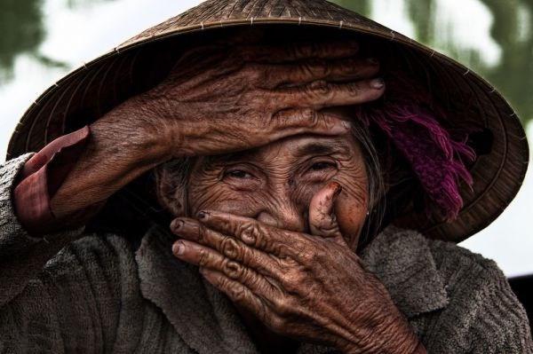 Obra fotografica sobre anciana vietnamita fue vendida por alto precio hinh anh 1