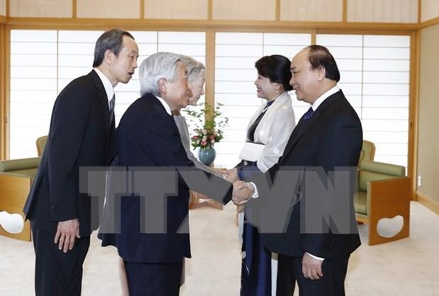 Premier vietnamita se reunio con Emperador Akihito de Japon hinh anh 1