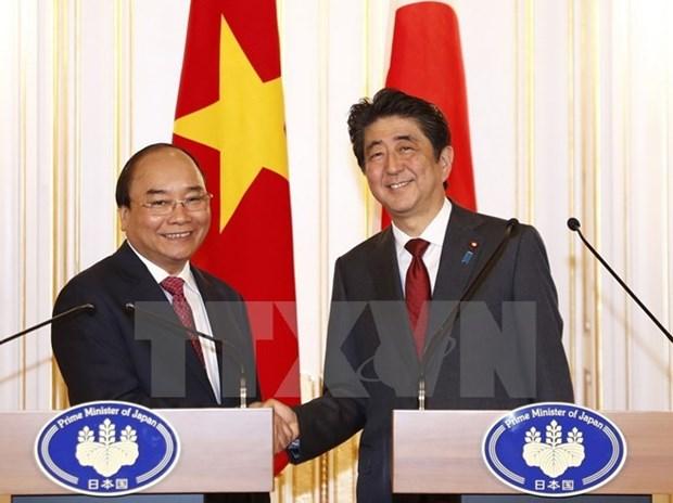 Prensa nipona destaca encuentro entre premieres de Japon y Vietnam hinh anh 1
