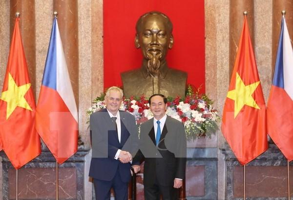 Presidente de Vietnam recibe a su homologo de Republica Checa hinh anh 1