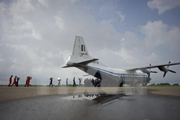 Hallan cadaveres y fuselaje del avion desaparecido en Myanmar hinh anh 1