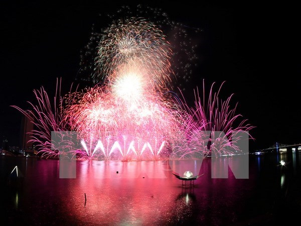 Festival de fuegos artificiales Da Nang 2017 culminara con espectaculos extraordinarios hinh anh 1