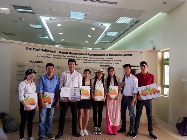 Estudiantes vietnamitas aprenden la agricultura avanzada de Israel hinh anh 1