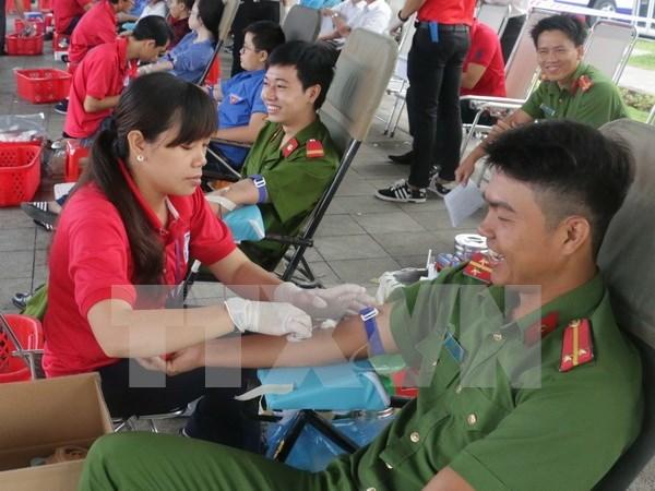 Honran a donantes de sangre vietnamitas en todo el pais hinh anh 1