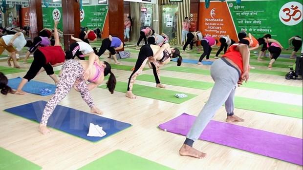 Yoga masivo en ciudad vietnamita por Dia Internacional de la disciplina hinh anh 1