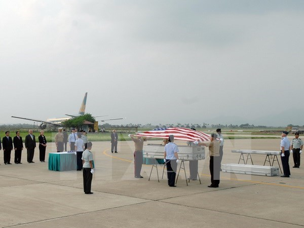 Repatrian restos de militares estadounidenses desaparecidos durante la guerra en Vietnam hinh anh 1
