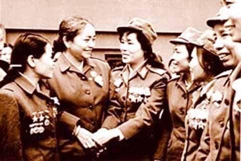 Exposicion de fotos honra a las heroinas vietnamitas hinh anh 1