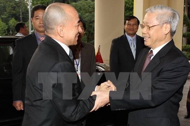 Dirigentes vietnamitas y camboyanos intercambian felicitaciones por lazos diplomaticos hinh anh 1