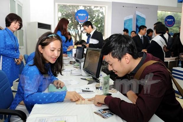 Estudiantes vietnamitas y foraneos intercambian conocimientos sobre ciudades inteligentes hinh anh 1