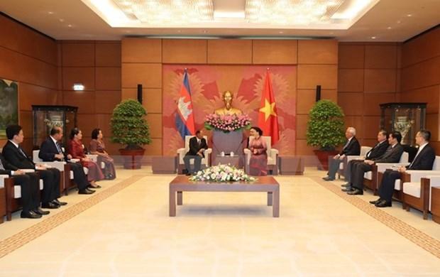 Presidente de Parlamento camboyano concluye visita a Vietnam hinh anh 1