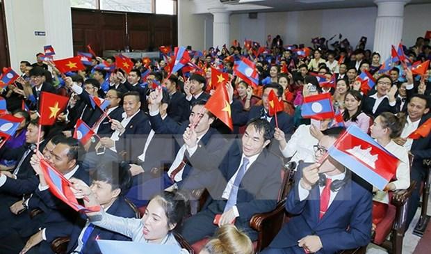 Realizan intercambio entre jovenes de Vietnam, Laos y Camboya hinh anh 1