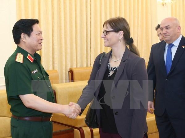 Ministro de Defensa de Vietnam recibe a embajadora israeli hinh anh 1
