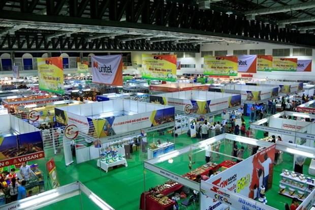 Feria de Comercio Vietnam-Laos: ocasion para ampliar relaciones en negocios hinh anh 1