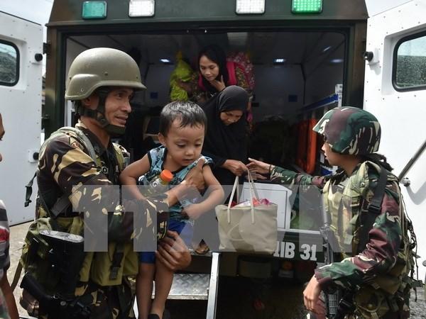 Combates en el sur de Filipinas obligan a 400 mil personas a abandonar sus hogares hinh anh 1