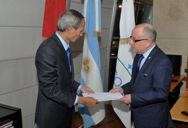 Canciller argentino recibe a embajador vietnamita designado hinh anh 2