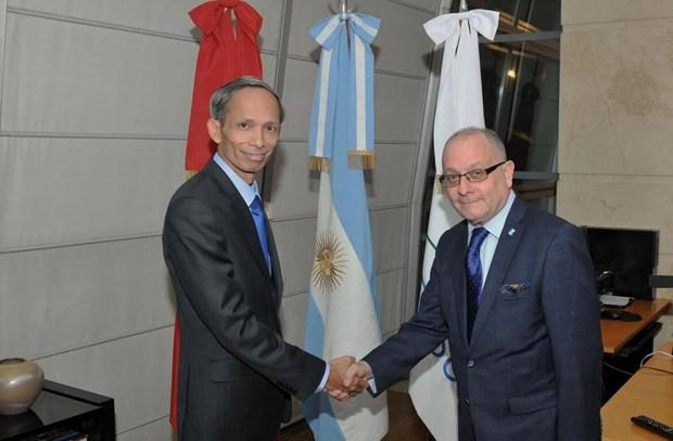 Canciller argentino recibe a embajador vietnamita designado hinh anh 1